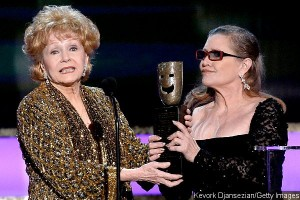carrie-fisher-presents-mom-debbie-reynolds-with-life-achievement-award-at-sag-awards